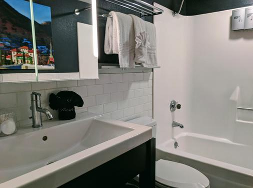 The Clarendon Hotel and Spa by GreenTree - Phoenix - Bathroom