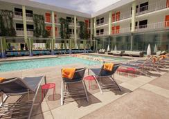 The Clarendon Hotel and Spa by GreenTree - Phoenix - Pool