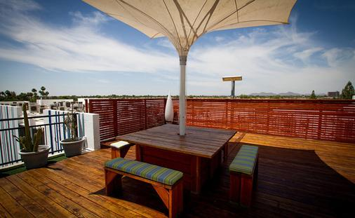 The Clarendon Hotel and Spa by GreenTree - Phoenix - Balcony
