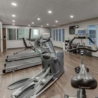 Home Inn & Suites Saskatoon South - Saskatoon - Gym