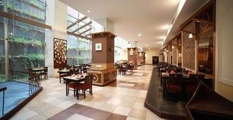 The Orchid Hotel Pune Hinjewadi - Pune - Restaurant