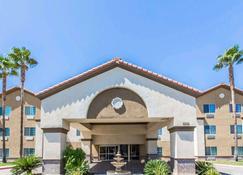 Comfort Suites Bakersfield - Bakersfield - Building