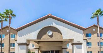 Comfort Suites Bakersfield - Bakersfield