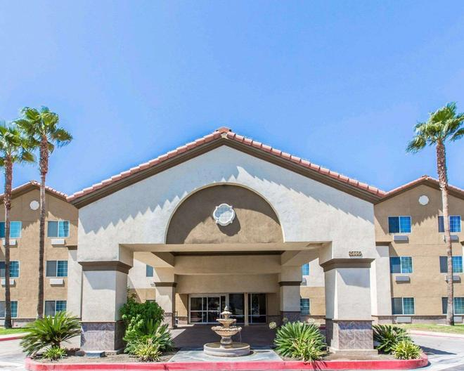 Comfort Suites Bakersfield - Bakersfield - Rakennus