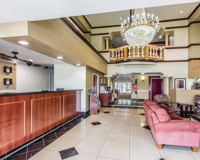 Comfort Suites Bakersfield - Bakersfield - Lobby