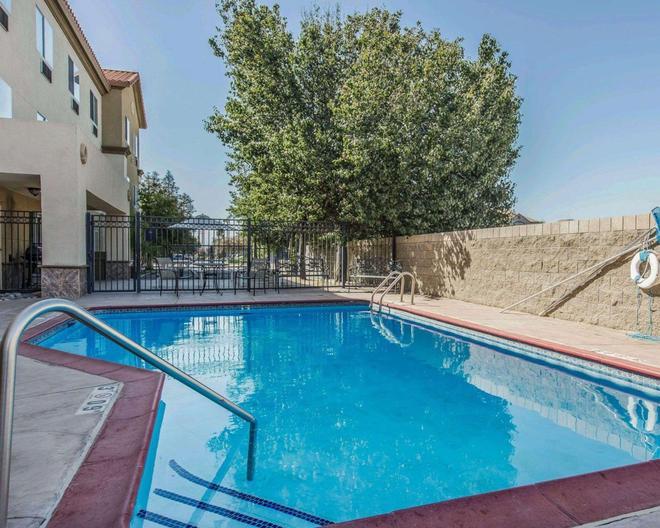 Comfort Suites Bakersfield - Bakersfield - Piscina