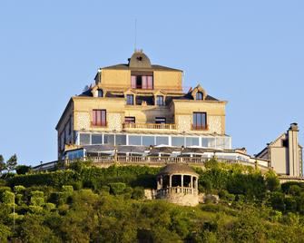 Domaine De La Corniche - Rolleboise - Building