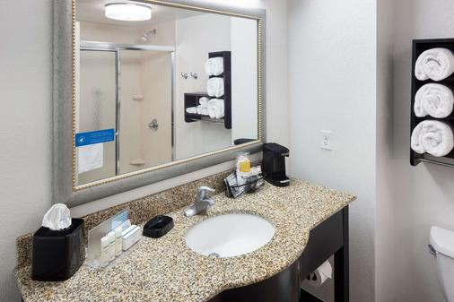 Hampton Inn & Suites Gainesville-Downtown - Gainesville - Bathroom