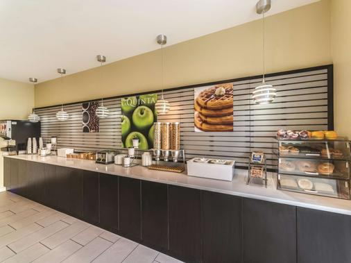 La Quinta Inn & Suites by Wyndham Collinsville - St. Louis - Collinsville - Buffet