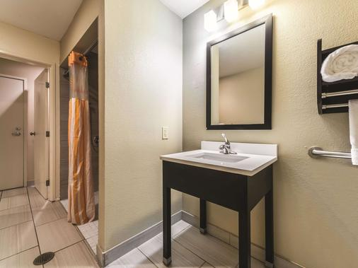 La Quinta Inn & Suites by Wyndham Collinsville - St. Louis - Collinsville - Bad