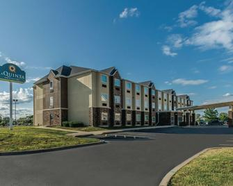 La Quinta Inn & Suites by Wyndham Collinsville - St. Louis - Collinsville - Building
