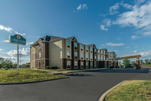 La Quinta Inn & Suites by Wyndham Collinsville - St. Louis - Collinsville - Gebäude