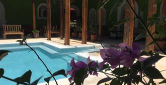 El Caite Hostel - Granada - Piscina