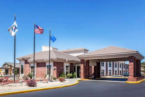 Comfort Inn and Suites Near Fallon Naval Air Station - Fallon - Building