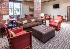 Comfort Inn and Suites Near Fallon Naval Air Station - Fallon - Lobby