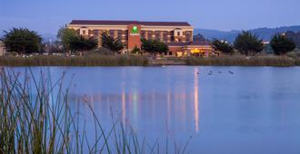 Holiday Inn Express at Monterey Bay - Seaside - Vista externa