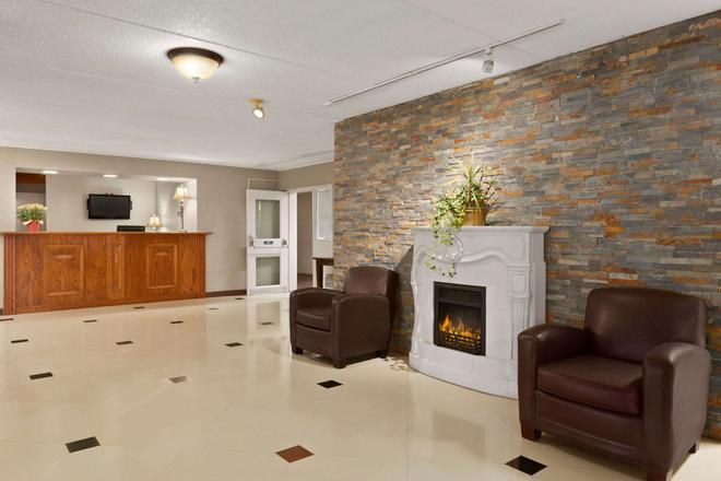 Travelodge by Wyndham Owen Sound - Owen Sound - Lobby