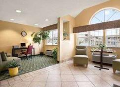 Days Inn & Suites by Wyndham Lafayette IN - Lafayette - Lobby