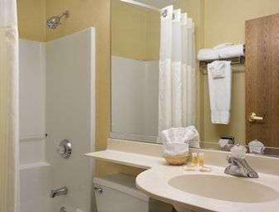 Days Inn & Suites by Wyndham Lafayette IN - Lafayette - Μπάνιο
