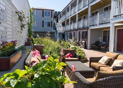 MV Surfside Hotel - Oak Bluffs - Patio