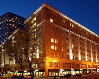 Embassy Suites by Hilton Portland Downtown - Портланд - Building