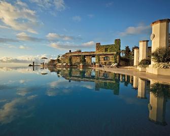 貝爾蒙德卡魯索酒店 - 拉維羅 - 游泳池