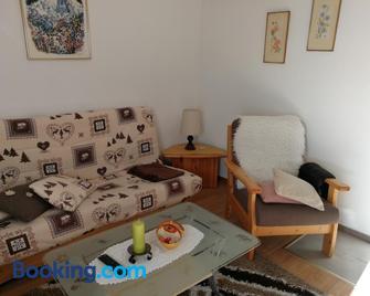 Haus Residence - Таш - Living room