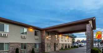 Super 8 by Wyndham Rexburg - Rexburg - Building
