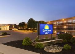 Days Inn by Wyndham London - London - Rakennus
