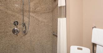 La Quinta Inn & Suites by Wyndham Bozeman - Bozeman - Bathroom