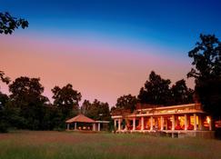 Mahua Kothi Bandhavgarh - Taj Safari Lodge - Tala - Edificio