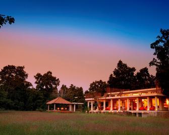 Mahua Kothi Bandhavgarh - Taj Safari Lodge - Tala - Building