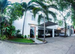 Whitehouse Residencies - Colombo - Building