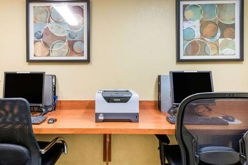 Comfort Inn and Suites near Universal Orlando Resort - Orlando - Business center