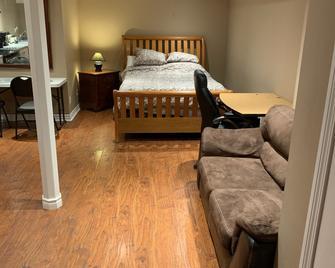 Beautiful Brampton Home - Brampton - Bedroom