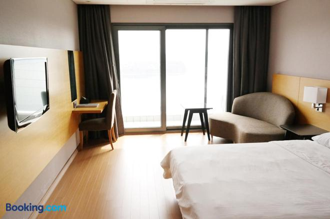 Asia Lakeside Hotel - Jinju - Bedroom