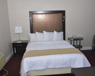 Atlantic Inn & Suites - Wall - Bedroom