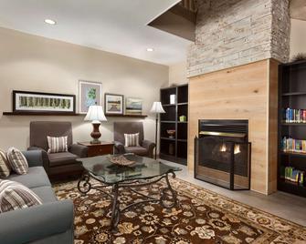 Country Inn & Suites by Radisson, Dalton, GA - Dalton - Wohnzimmer