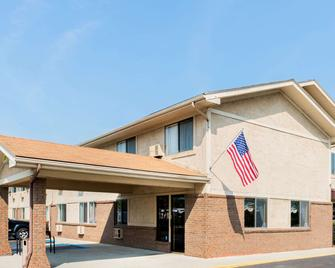 Super 8 by Wyndham Franklin/Middletown Area - Middletown - Edificio