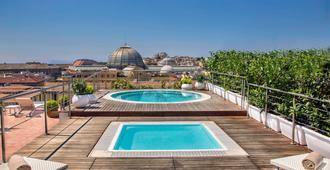رينيسانس نابولي ميدتيرانيو - نابليس - حوض السباحة