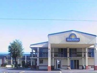 Days Inn by Wyndham Okmulgee - Okmulgee - Building