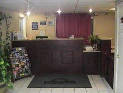 Days Inn by Wyndham Okmulgee - Okmulgee - Front desk
