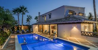 The Residence by the Beach House Marbella - Marbella - Pool