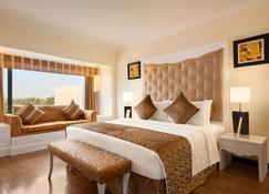 Ramada Plaza by Wyndham Karachi Airport Hotel - Karachi - Bedroom