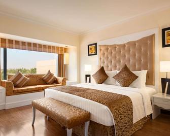 Ramada Plaza by Wyndham Karachi Airport Hotel - Karatschi - Schlafzimmer