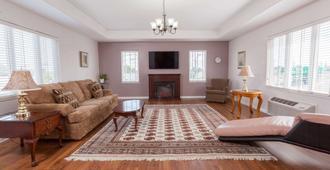 Thriftlodge by Wyndham Moncton - Moncton - Living room