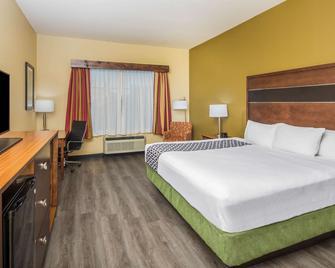La Quinta Inn & Suites by Wyndham Oxford Anniston - Oxford - Bedroom