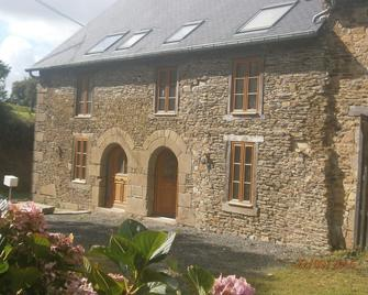 Beautiful renovated stone cottage, close to Brittany's major attractions - Bazouges-la-Pérouse