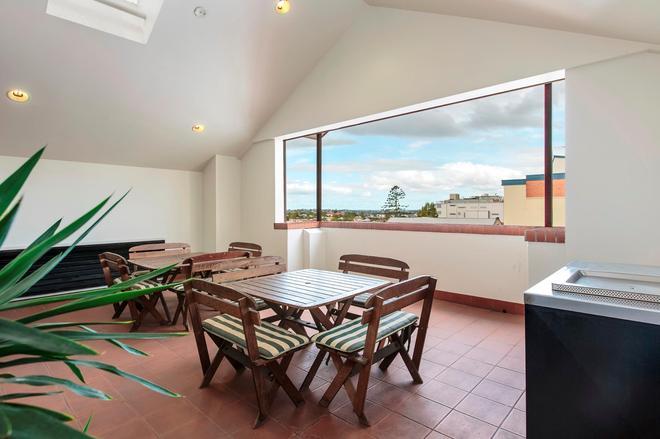 Central Brunswick Apartment Hotel - Brisbane - Ruokailuhuone