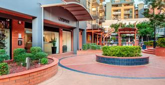 Central Brunswick Apartment Hotel - Brisbane - Building
